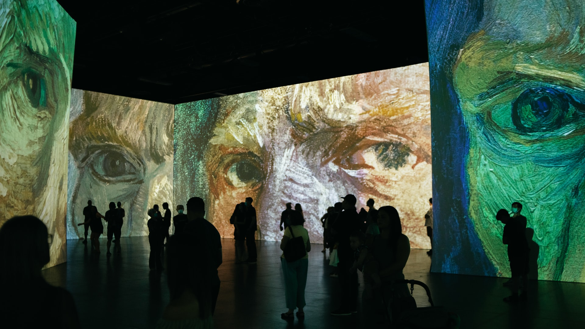 thumbnail image for blog Happening Now Near 880P: Van Gogh, The Immersive Experience